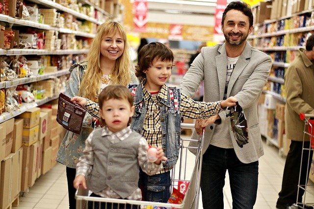 rodina na nákupu