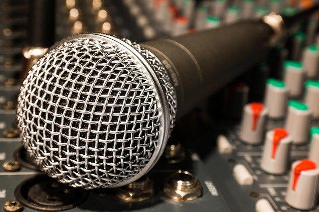 položený mikrofon.jpg