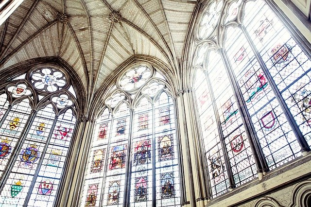 vitráže oken.jpg