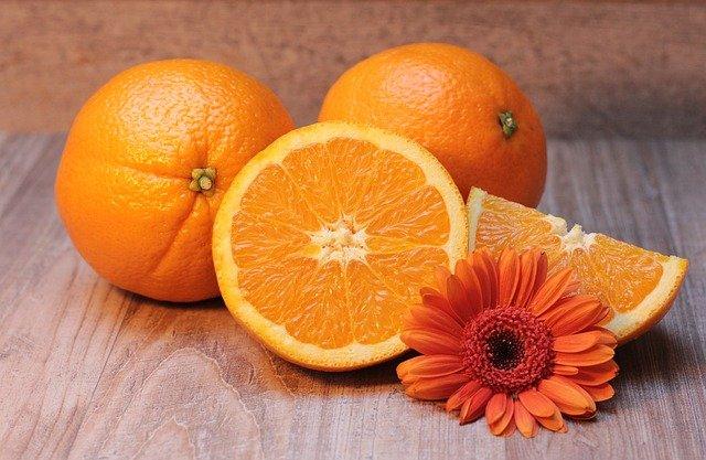 gerbera u pomerančů